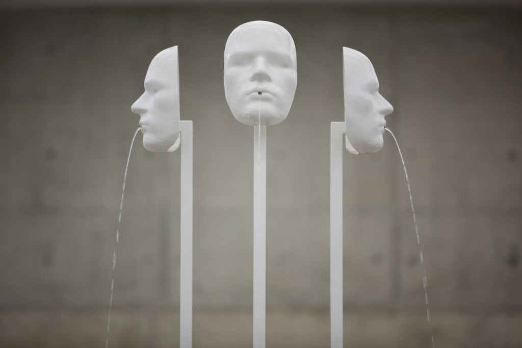 Jos de Gruyter & Harald Thys. »De Drie Wijsneuzen«. 2013. Variable fountain with three masks on metal poles as gargoyles. Unique.