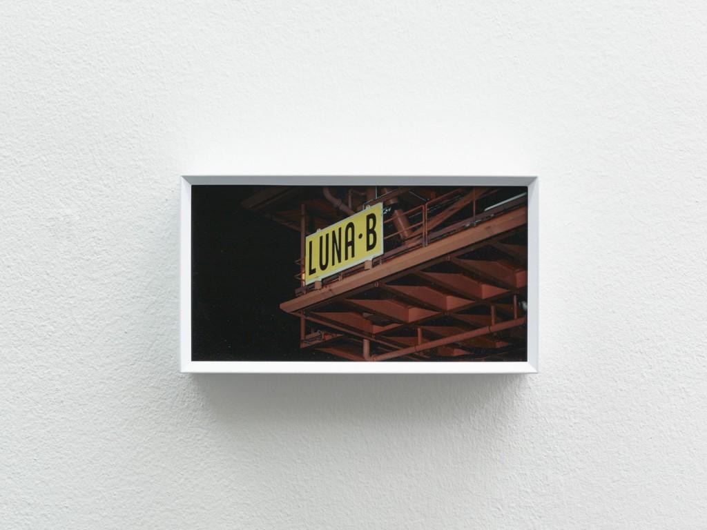Yuri Ancarani, »La Malattia del Ferro (Die Krankheit des Eisens)«, installation view, Galerie Isabella Bortolozzi, Berlin, 11.03.14 - 05.04.14
