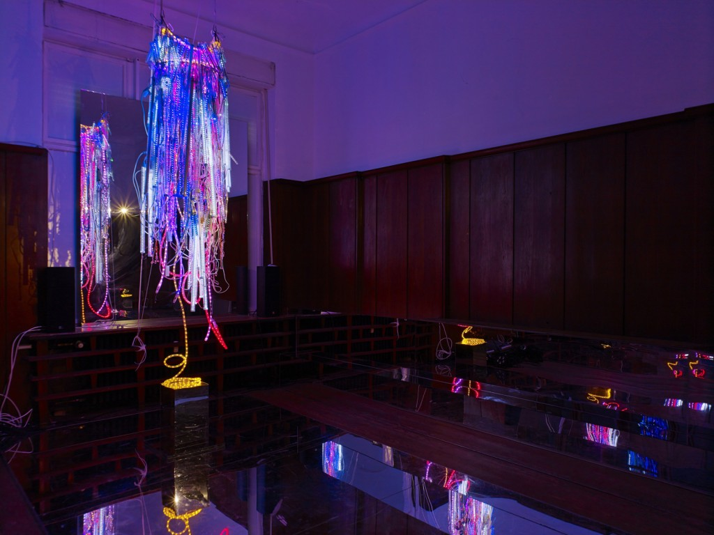 Wu Tsang. »A day in the life of bliss.« Installation view. <br/>  Galerie Isabella Bortolozzi, Berlin. 02.05.14-31.07.14