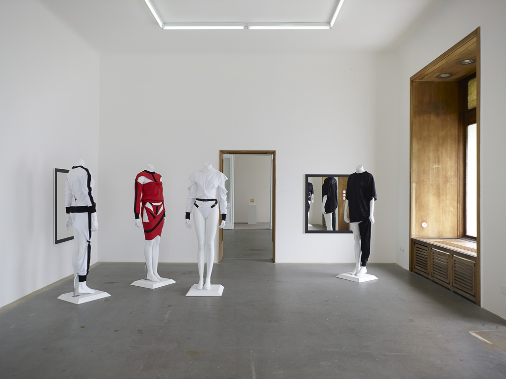 Anthony Symonds, »Functional Sportswear S/S«, Installation view, Eden Eden, Berlin, 04.10.14-13.12.14