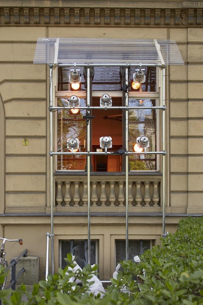 Calla Henkel & Max Pitegoff, »Schöneberger Ufer 00«, 2015, steel scaffolding, 7 stage lights, color gels, dimensions variable, unique