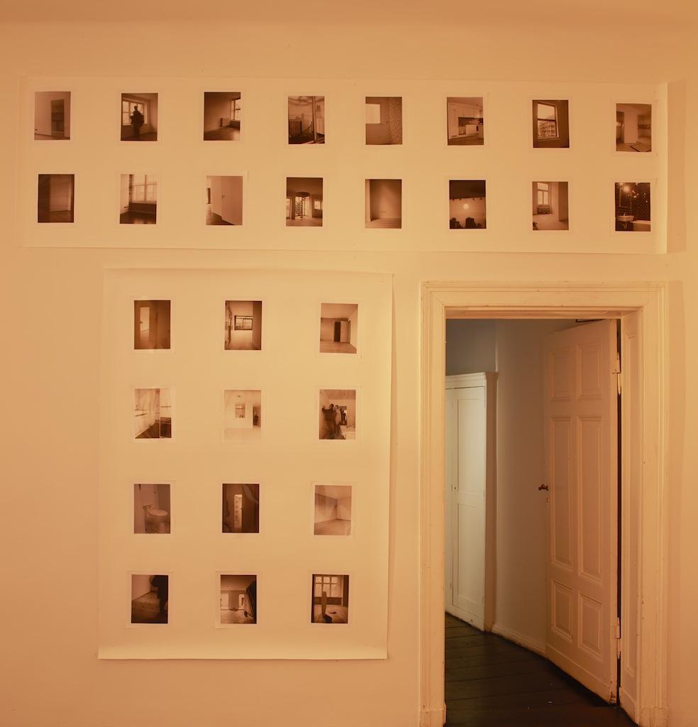 Calla Henkel & Max Pitegoff, »Grids II (Berlin, London, Zurich)«, 2015, 76 silver gelatin prints on paper, steel scaffolding, six stage lights, color gels, dimensions variable, unique