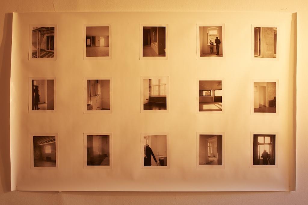 Calla Henkel & Max Pitegoff, »Grids II (Berlin, London, Zurich)« (detail), 2015, 76 silver gelatin prints on paper, steel scaffolding, six stage lights, color gels, dimensions variable, unique