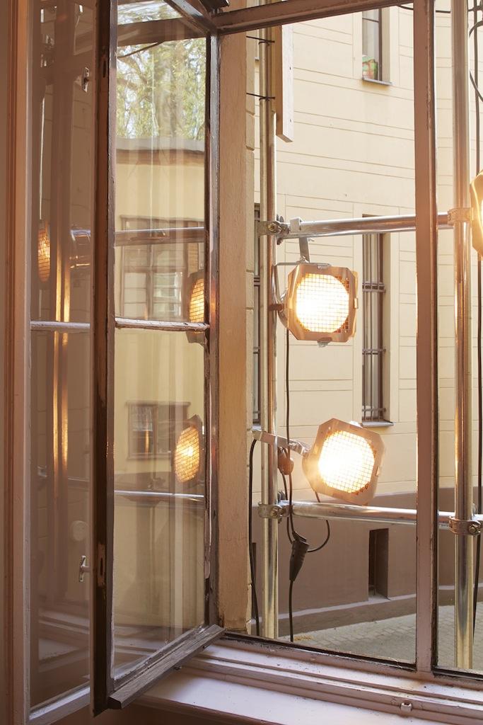 Calla Henkel & Max Pitegoff, »Grids I (Berlin, London, Zurich)« (detail), 2015, 111 silver gelatin prints on paper, steel scaffolding, 7 stage lights, color gels, dimensions variable, unique