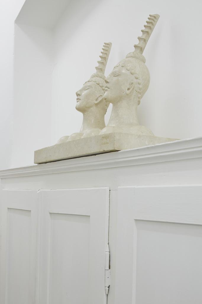 Aldo Mondino<br>»Dumauntai«, 2003<br>Marble, 58 x 69 x 35 cm<br>Unique