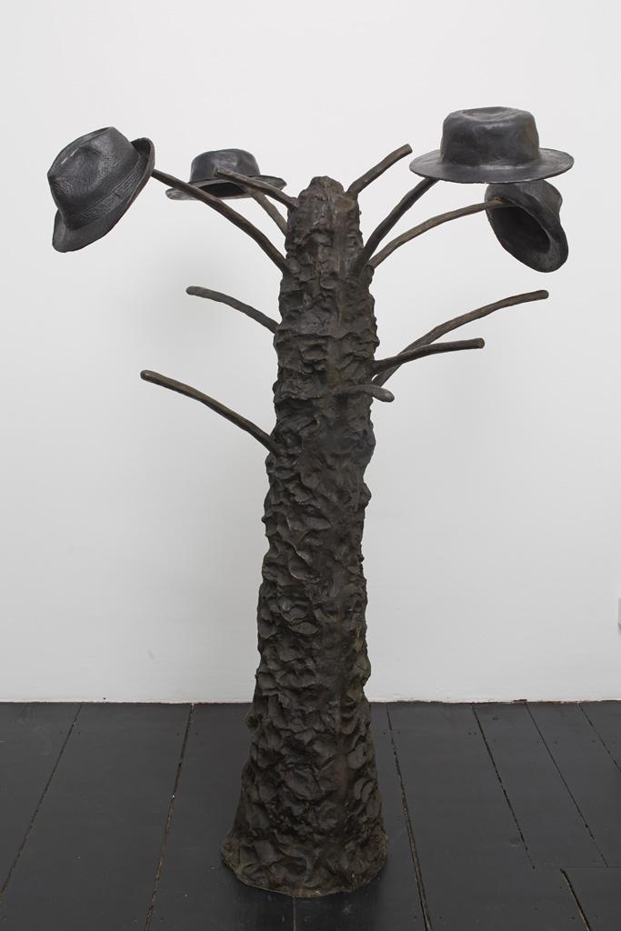 Aldo Mondino<br>»Gerusalemme«, 1989<br>Bronze, H = 180, ø 110 cm<br>Unique
