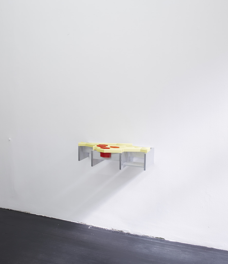 Richard Rezac, »Untitled (13-06)«, 2013, painted cherry wood, aluminum and cast polyurethane, 21.6 x 78.1 x 44.5 cm, unique