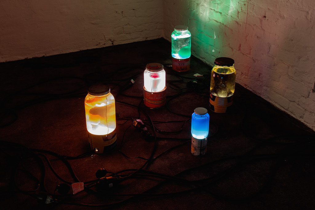Catharine Ahearn, »Lamps with generator«, 2015, home made lava lamps, dimensions variable, unique
