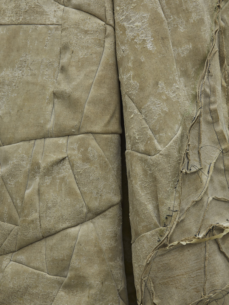 Oscar Murillo, »collected amalgam« (detail), 2015-2016, latex on linen, cornflour, 245 x 70 cm