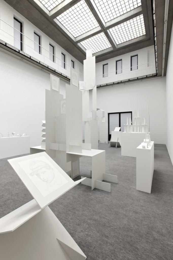 Jos de Gruyter & Harald Thys,White Suprematism, Installation view, 24.09.–20.11.2016, Portikus, Frankfurt/Main. Photo: Diana Pfammatter. Courtesy: Portikus, Frankfurt/Main.