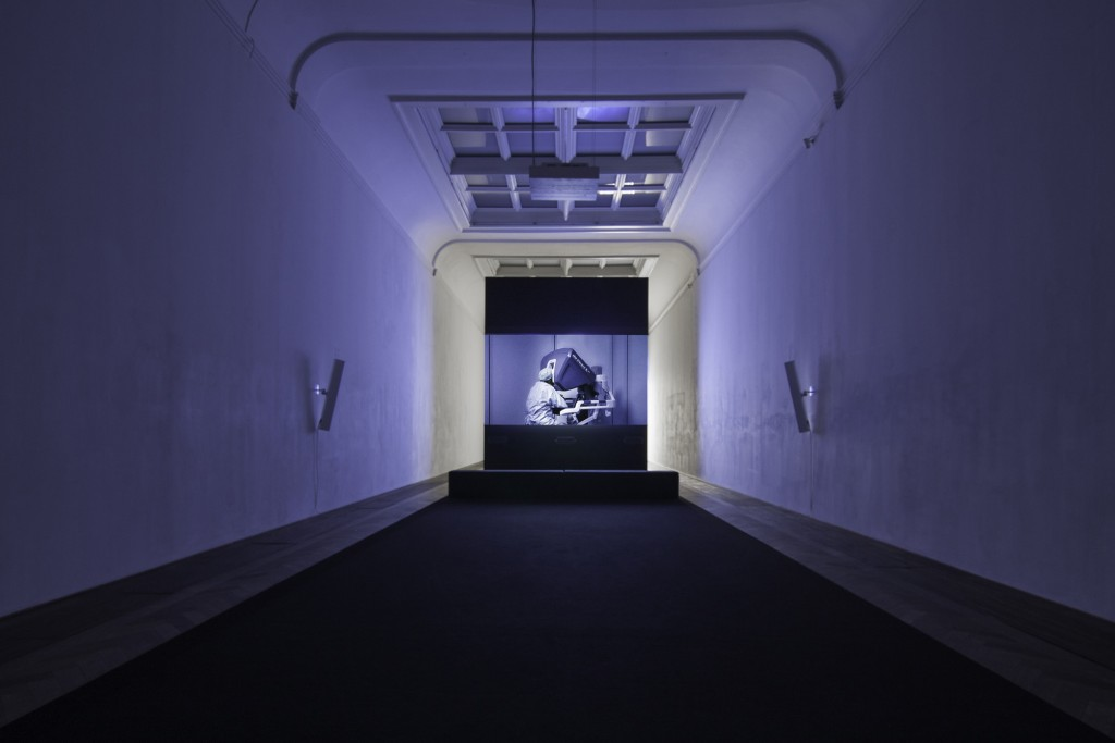 Installation view, Yuri Ancarani, Sculture, Kunsthalle Basel, 2018 Work: Da Vinci, 2012