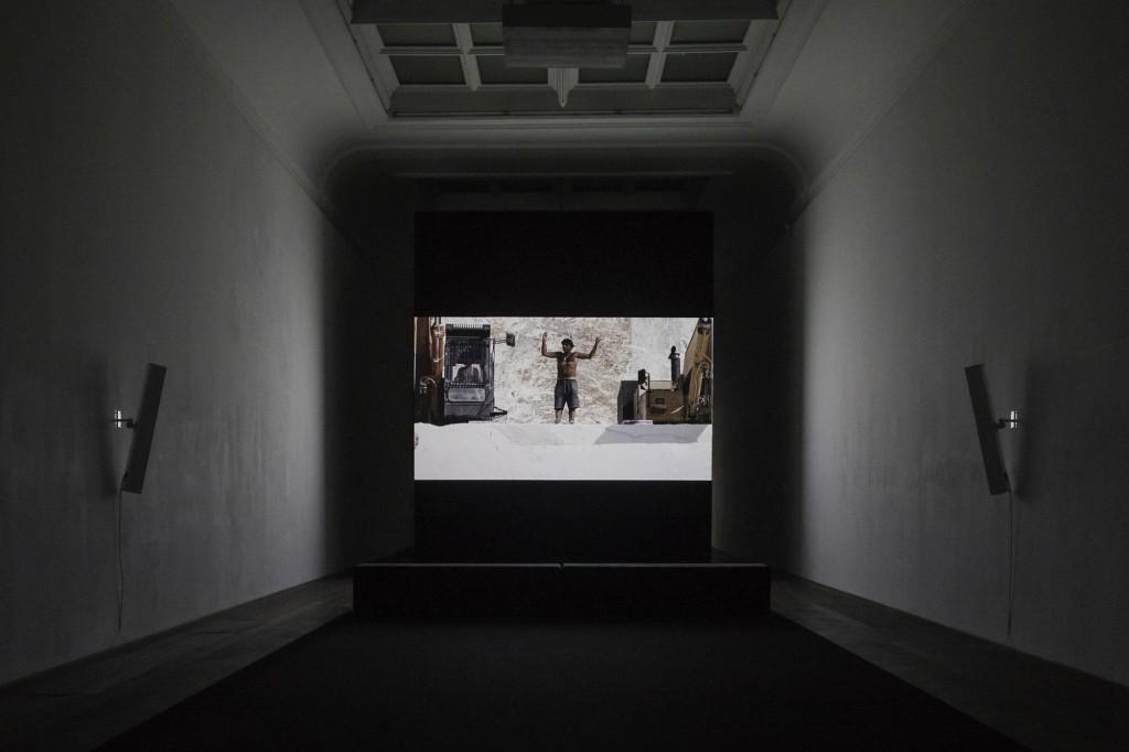 Installation view, Yuri Ancarani, Sculture, Kunsthalle Basel, 2018 Work: Il Capo, 2010