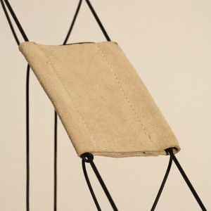Leonor Antunes, »1969 II«, 2008, installation detail. Rubber, leather, 300 x 20 x 3 cm.
