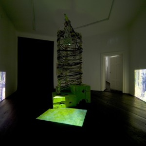 Stephen G. Rhodes, »Recurrency«, 2007. Rope, wood, green screen, mixed media. dimensions variable.