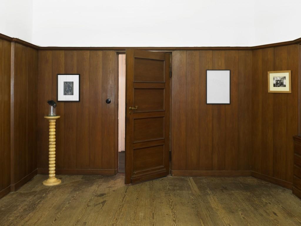 Installation view:»The Big Inexplicable Paravant Illusion Pt.1/Die große unerklärliche Paravant-Illusion Pt.1«, Isabella Bortolozzi Galerie, 27.04.2012–09.06.2012.
