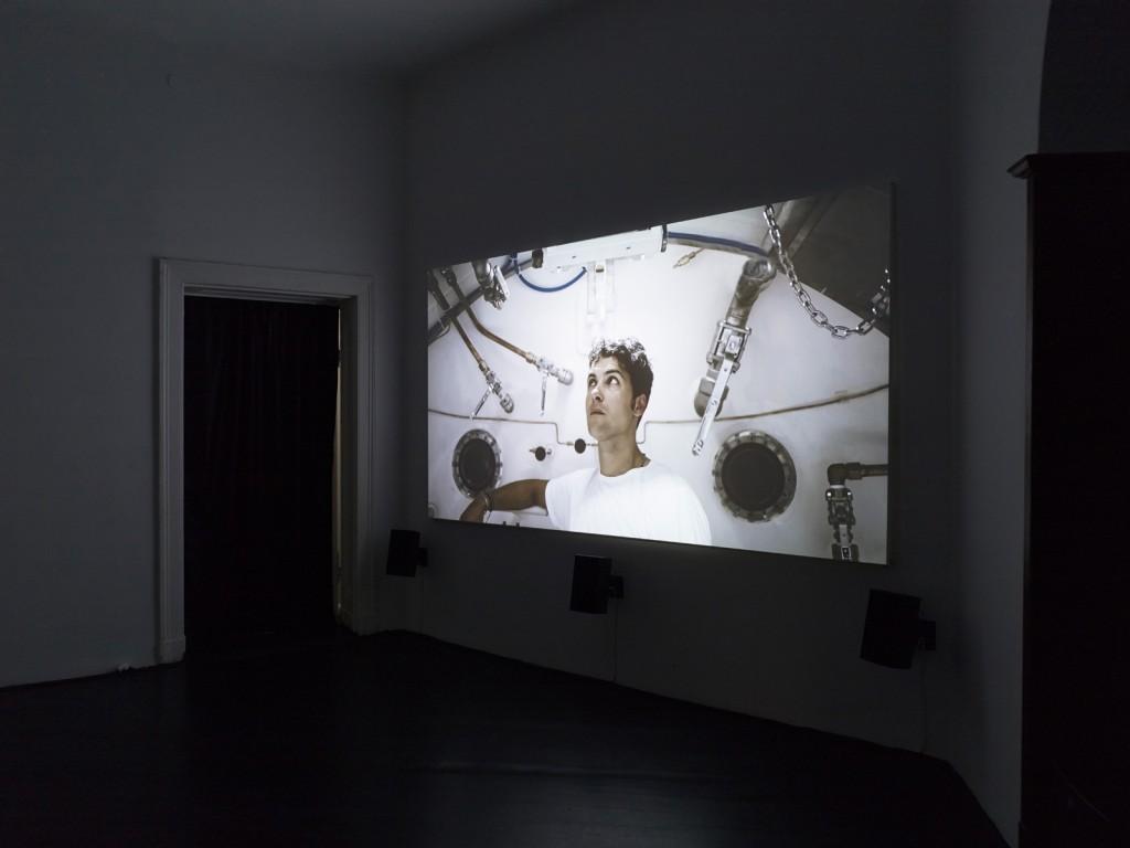 Yuri Ancarani, »Piattaforma Luna«, 2011 35mm film, colour, 5.1 Dolby Digital, Duration: 25 minutes