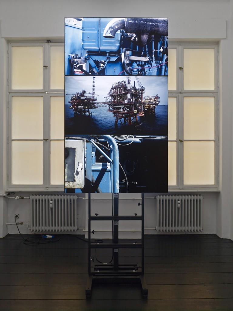 Yuri Ancarani, »La malattia del ferro«,  2012, video installation, monitors, iron structure, video cards, color, mute, master video in HDCAM-SR, 300 x 112 x 50 cm, Duration: 5 minute loop