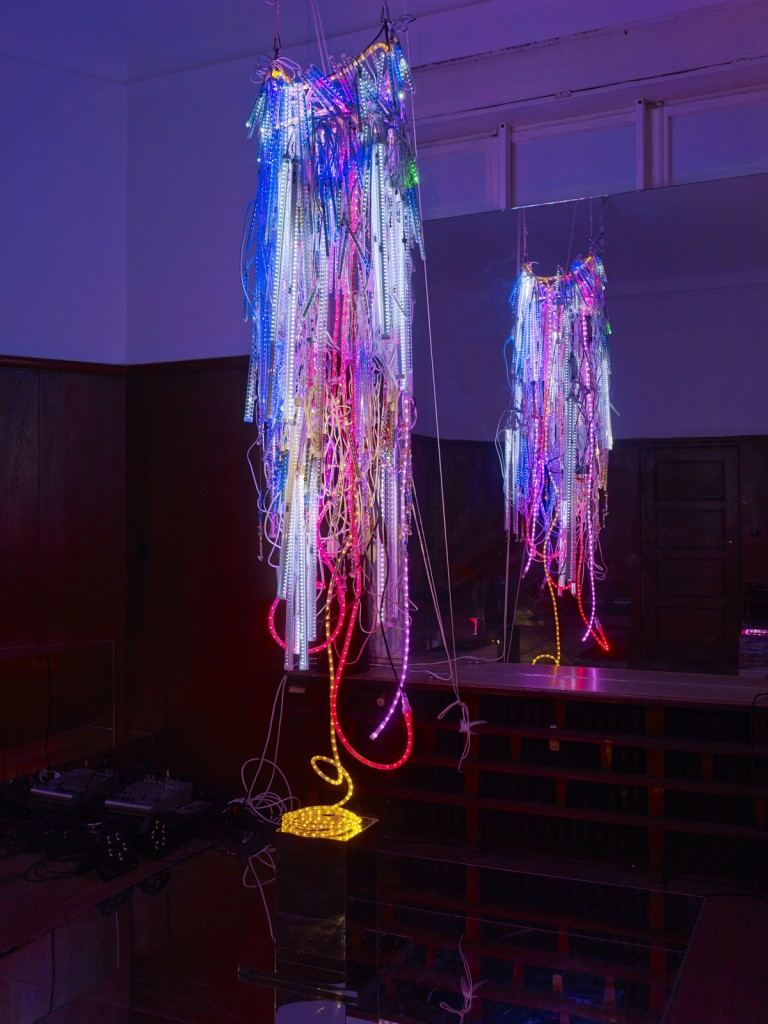 Wu Tsang. »His Master's Voice.« 2014. Metal, LED lights, nylon, rope, beads, Swarovski crystals, cables, powers strips. 200 x 55 x 40 cm. Unique.