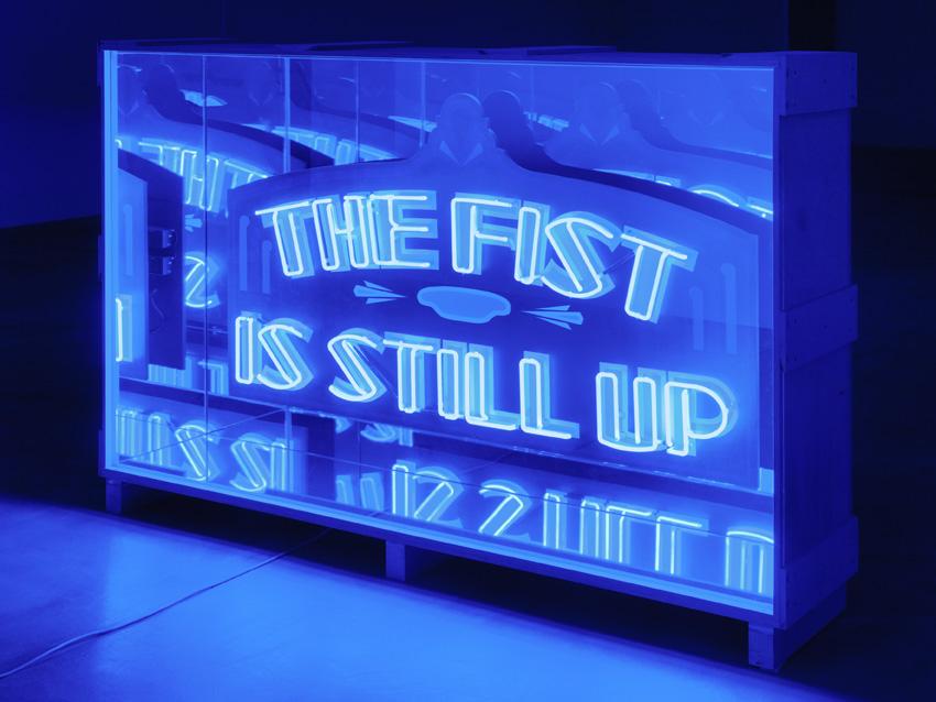 Wu Tsang, »Safe Space«, 2014, Wood, neon, mirror, two-way mirror, acrylic