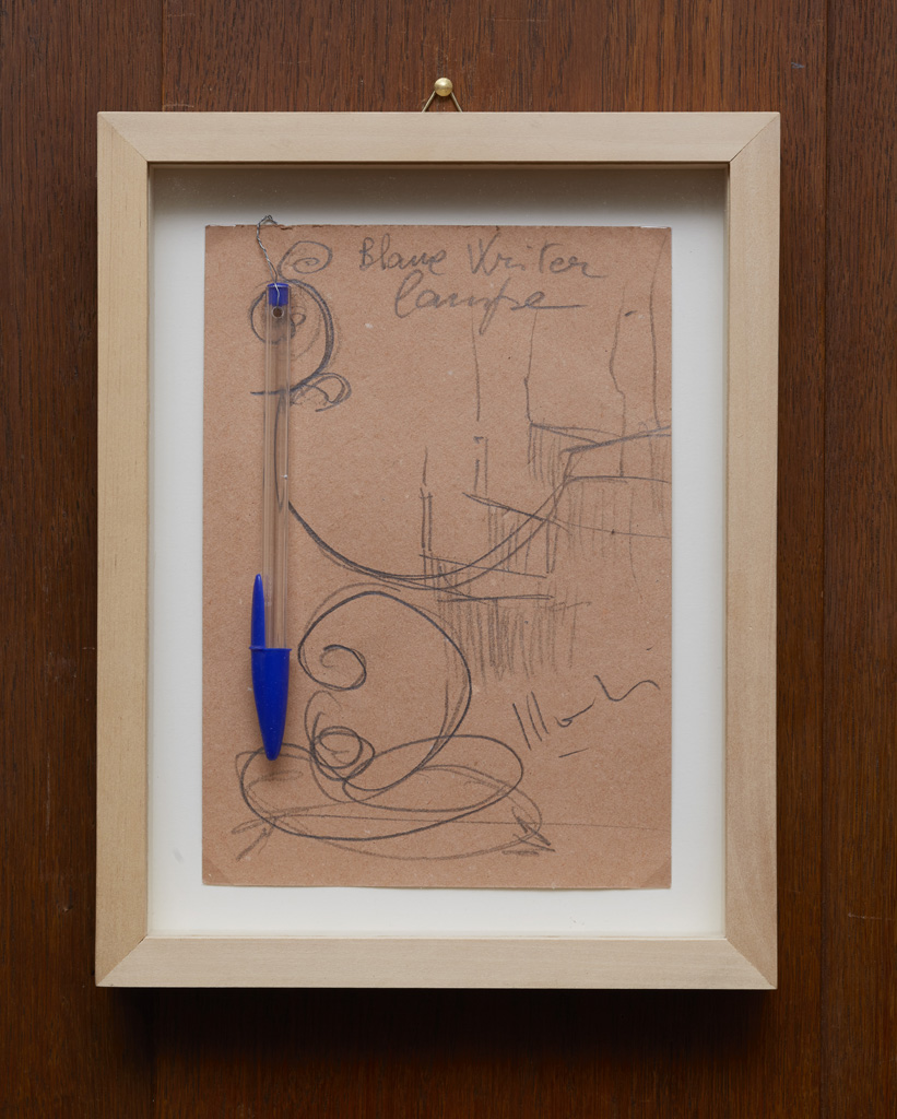 Aldo Mondino<br>»Blaue Writer Lampe (bozzeto)«, 1990<br>Pencil on card and ballpoint pencil<br>21 x 15 cm, Unique