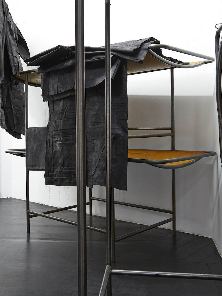 Oscar Murillo, »Signalling devices from a now bastard territory«, 2015-16, oil paint on canvas and linen, copper wire, industrial scale, steel, corn and clay, dimensions variable