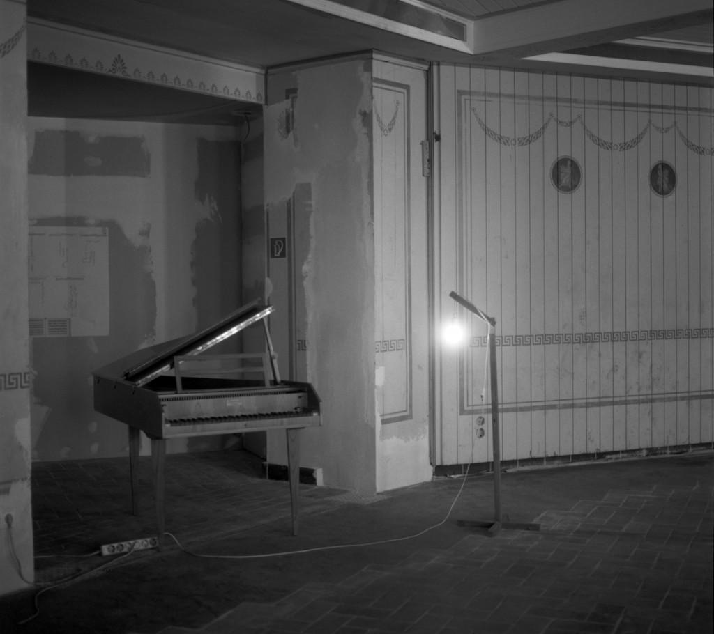 Calla Henkel and Max Pitegoff, »Schinkel Klause«, Schinkel Pavillon, 2016, with a performance by Michael Kleine