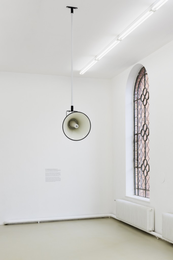 Susan Philipsz, Installation view, War Damaged Musical Instruments (shofar), 2016
